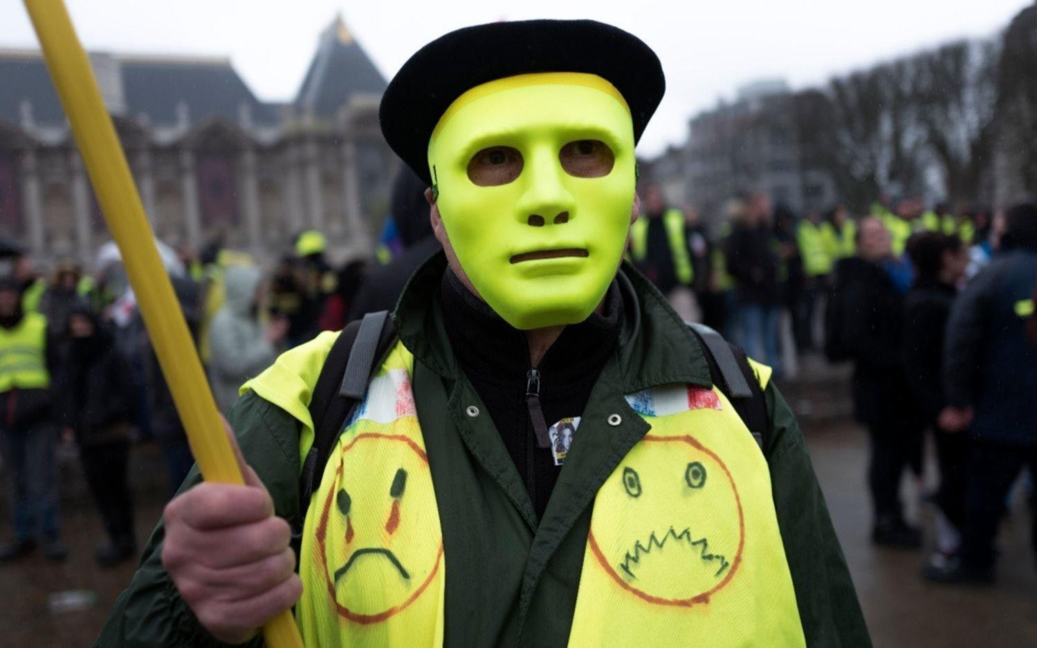 """Volvió la violencia en París por las protestas de los """"chalecos amarillos"""""""