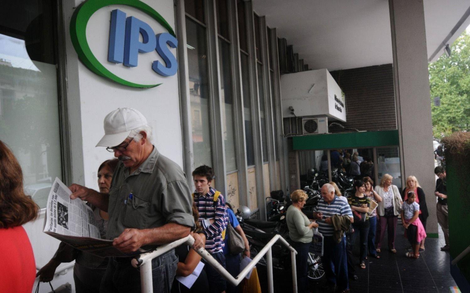 Desde este jueves cobran los jubilados y pensionados del IPS