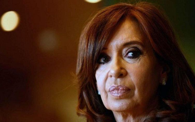Cristina tiene un permiso para ir a Cuba pero le faltan 2