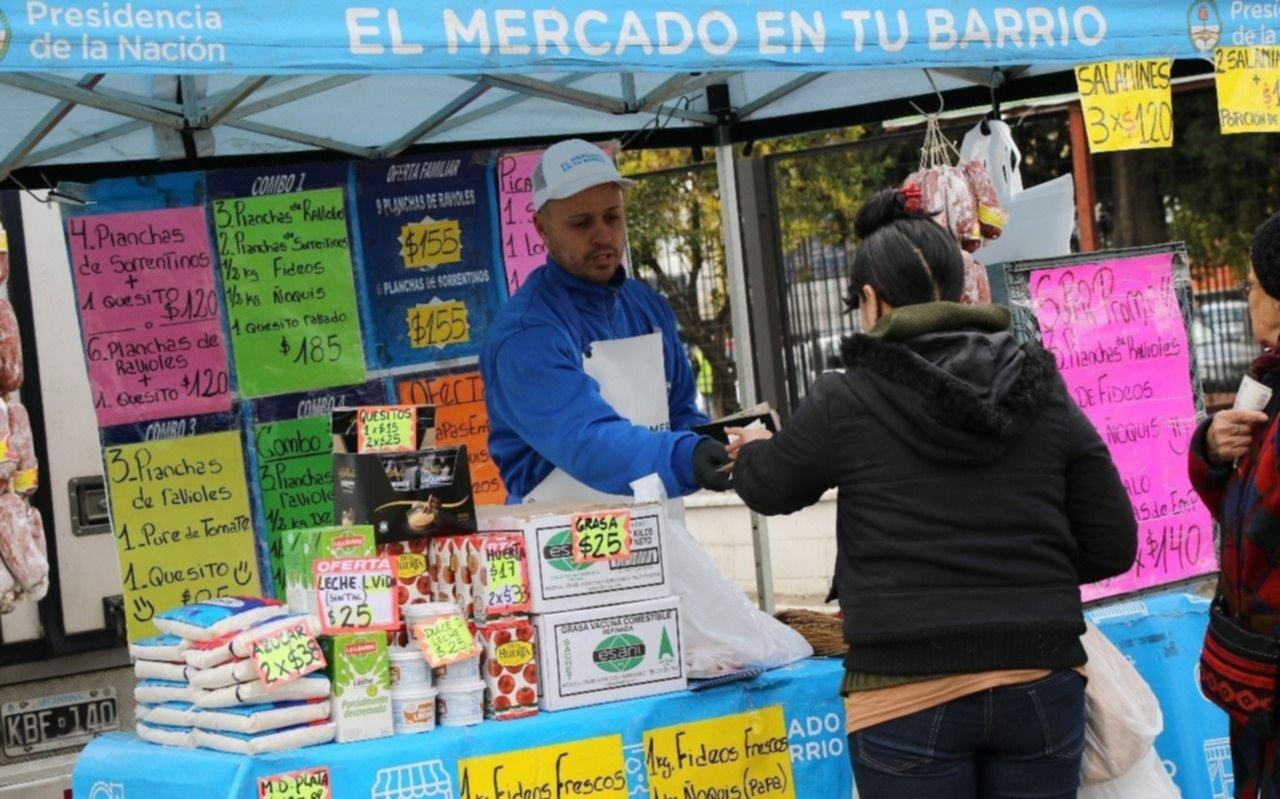 Frente a la crisis, la Comuna reduce tasas y lleva el Mercado a los barrios