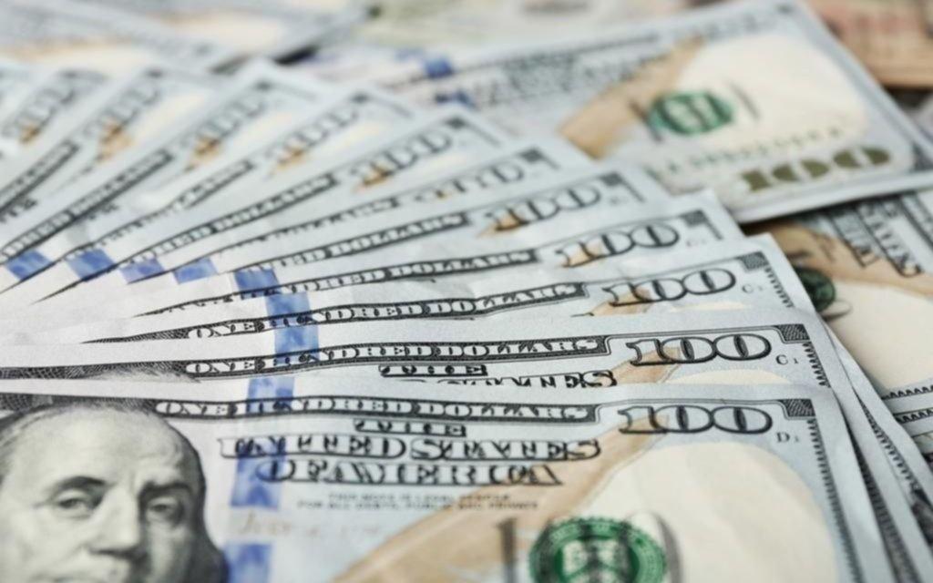 Subió el dólar y se derrumbó la Bolsa en otra jornada de tensión financiera