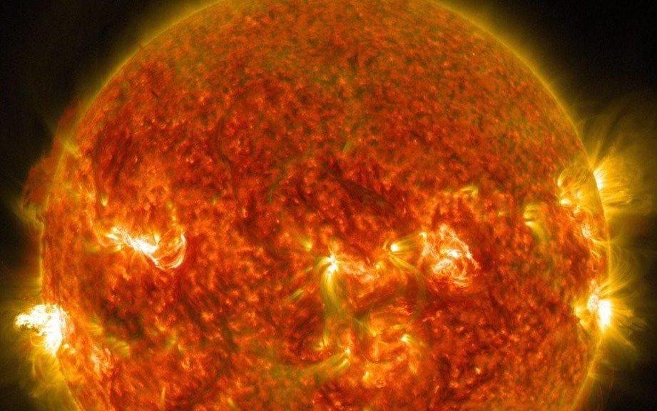 Alertan por una tormenta solar que impactaría contra la Tierra