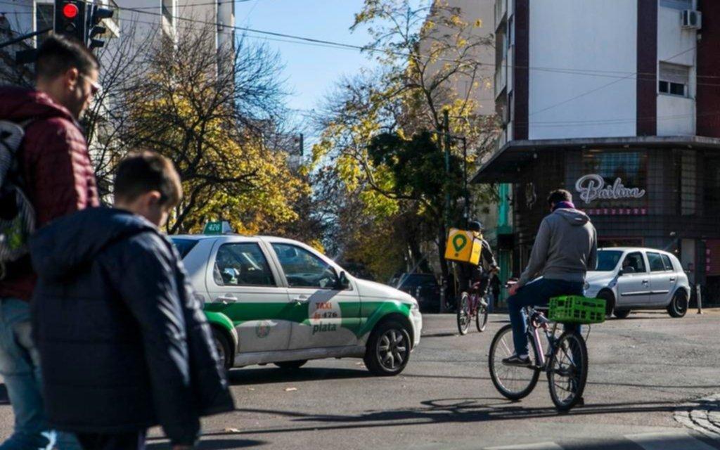 El apuro no autoriza a un delivery a infringir las leyes del tránsito