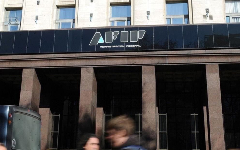 """Confirman procesamiento a dos ex jefes de la AFIP por """"perseguir"""" a Carrió"""