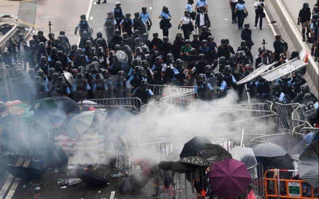 Hong Kong suspende un polémico proyecto sobre extradiciones a China