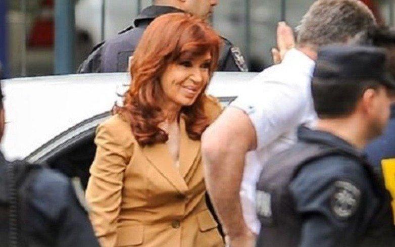 Cristina pidió suspender el juicio y habló de