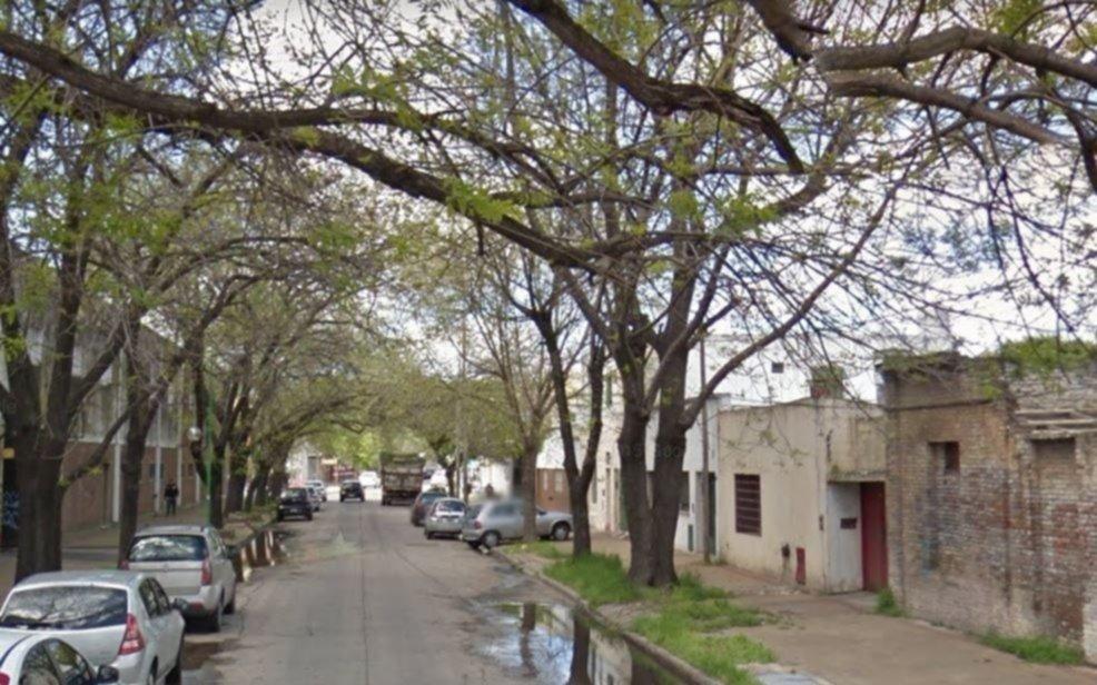 Con un auto robado, chocaron 5 vehículos en Barrio Hipódromo