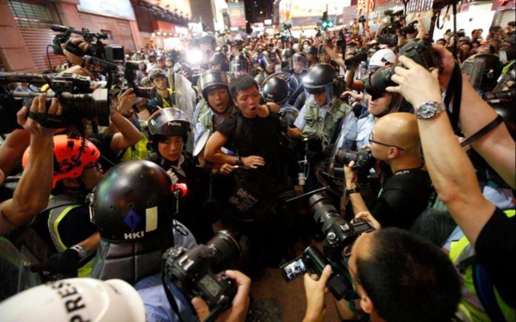 Miles de personas salen a las calles de Hong Kong para protestar contra China