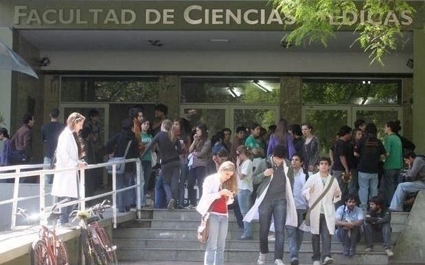 Nuevo conflicto en Medicina por la falta de profesor titular en una cátedra clave