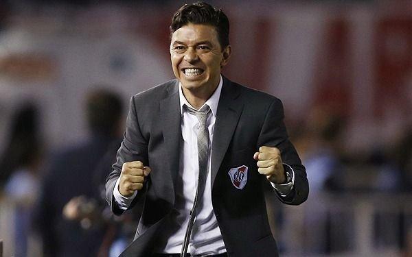 Gallardo probó con Suárez en la ofensiva