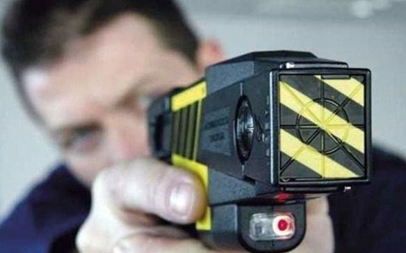 Las pistolas Taser saldrán a la calle en septiembre