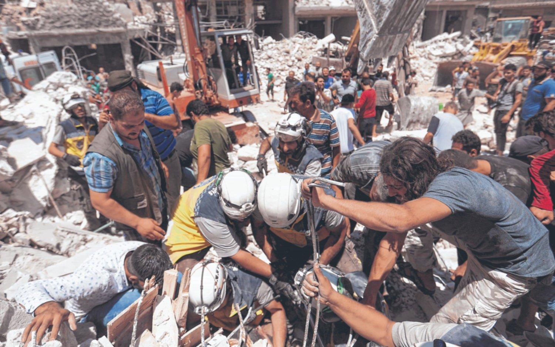 Al menos 38 muertos por bombardeos rusos a un mercado en el norte de Siria