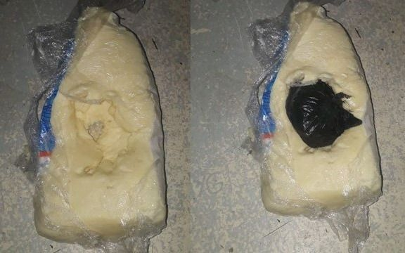 A su hija detenida le llevó marihuana oculta en un queso
