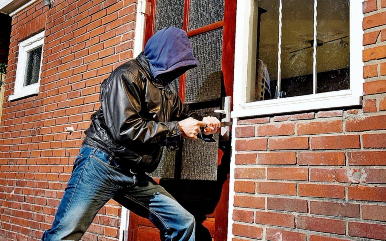 Con los dueños o sin ellos, no paran los robos en viviendas