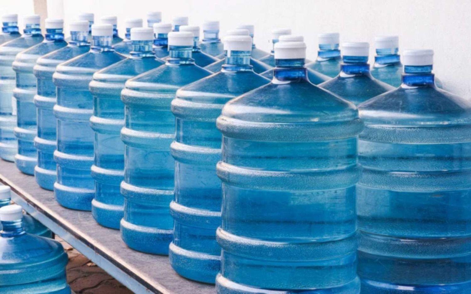 Prohibieron un lote de agua que se envasa en La Plata