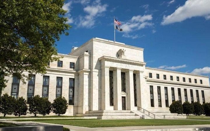La Reserva Federal de EE UU volvió a bajar la tasa de interés