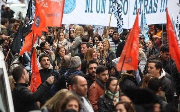 Enojados por el silencio oficial, gremios estatales lanzan retención de tareas