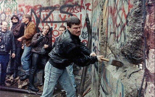 A 30 años de la caída, en Berlín hablan de un muro que sigue creando diferencias