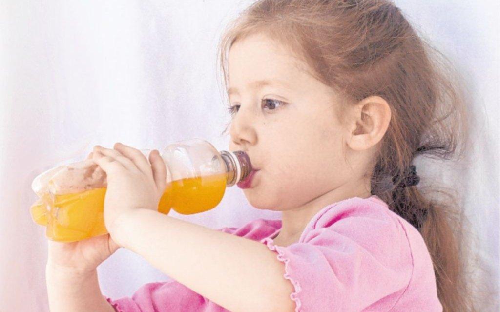 Revelan que los chicos toman demasiadas bebidas azucaradas