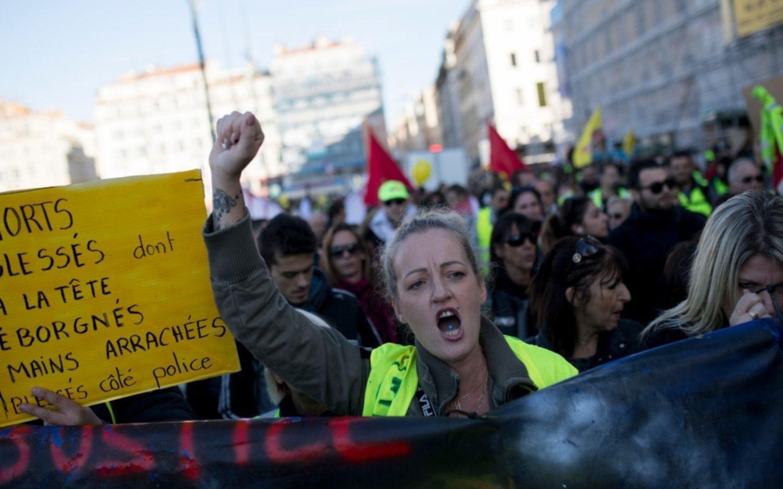 """Primer aniversario de los """"chalecos amarillos"""" en Francia con detenidos"""
