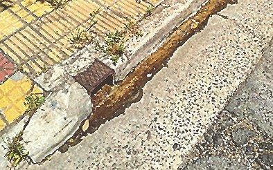 En la calle se tira el agua que falta en las casas de 20 y 68