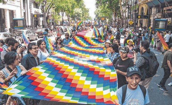 Marcharon en Plaza de Mayo para respaldar a Evo Morales - Política y Economía - Diario El Dia. www.eldia.com