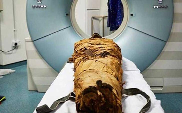 """Científicos logran """"hacer hablar"""" a una momia egipcia"""