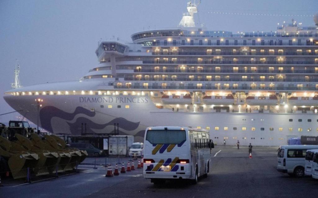 Cinco argentinos dejaron el crucero en cuarentena por coronavirus en Japón