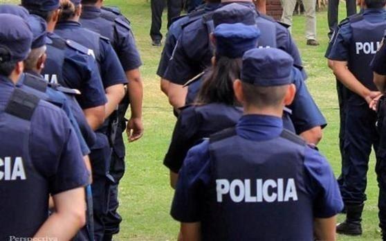 Por una fiesta y un robo apartaron a 4 policías
