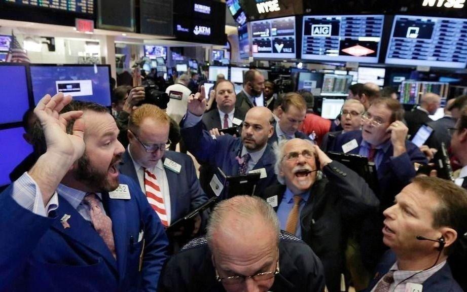 Nueva y fuerte caída en la Bolsa y el dólar oficial avanzó otros 30 centavos