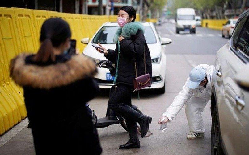 """El """"misterio"""" de la baja de celulares en China y la cifra """"real"""" de muertos"""