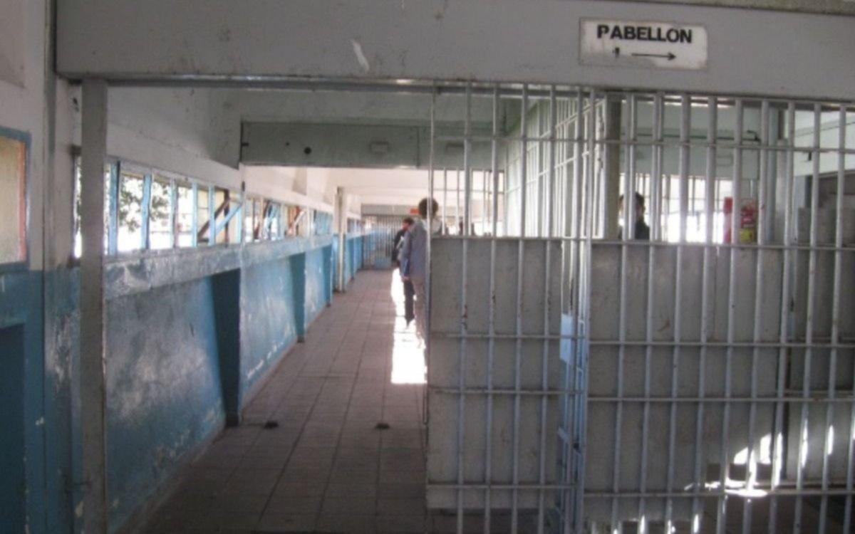 Tras una pelea, detectaron que un penitenciario platense tiene COVID-19