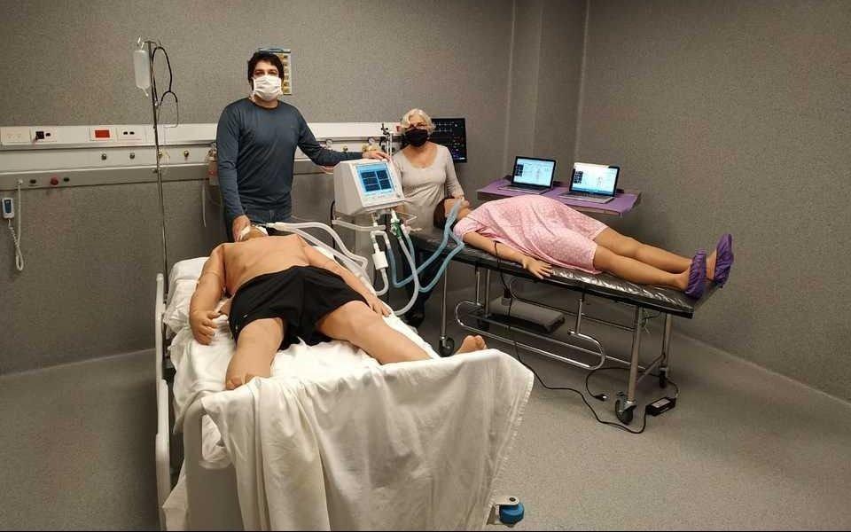 Investigadores de la UNLP diseñaron un sistema que duplica los respiradores