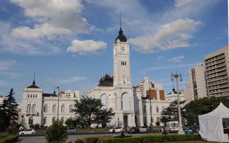Los empleados municipales cobran el sueldo y el medio aguinaldo en un solo tramo