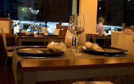En Nueva York posponen sin fecha la reapertura de bares y restaurantes