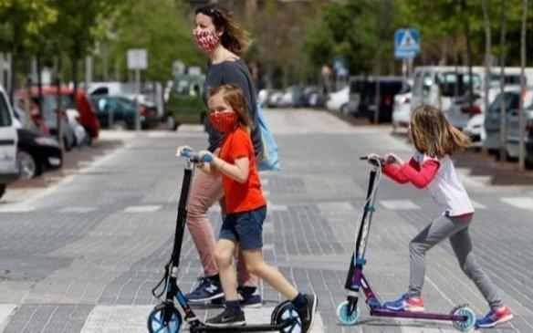 Afirman que los nenes son mayores conductores del virus que los adultos
