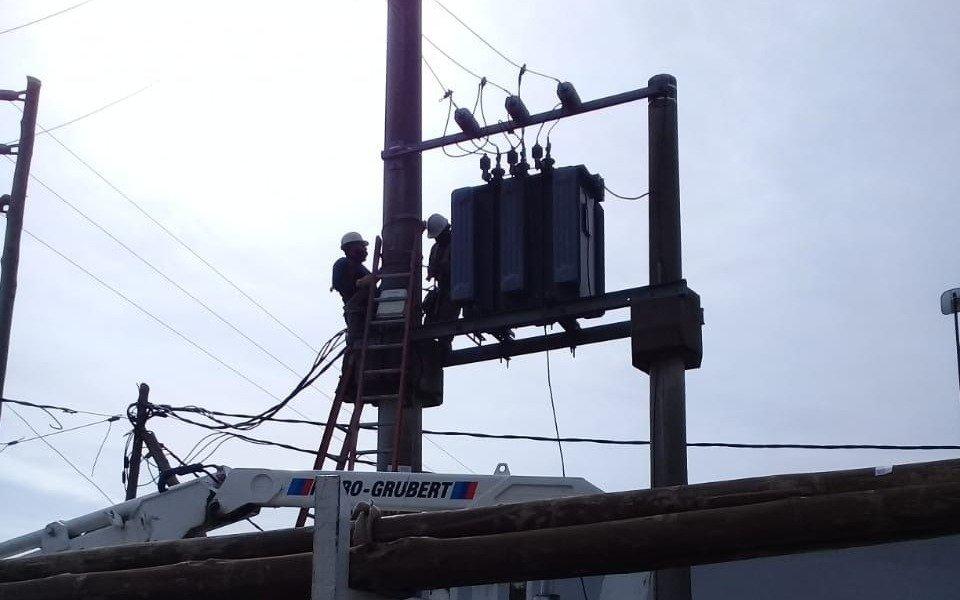 Encaran obras para mejorar el servicio eléctrico en Los Hornos