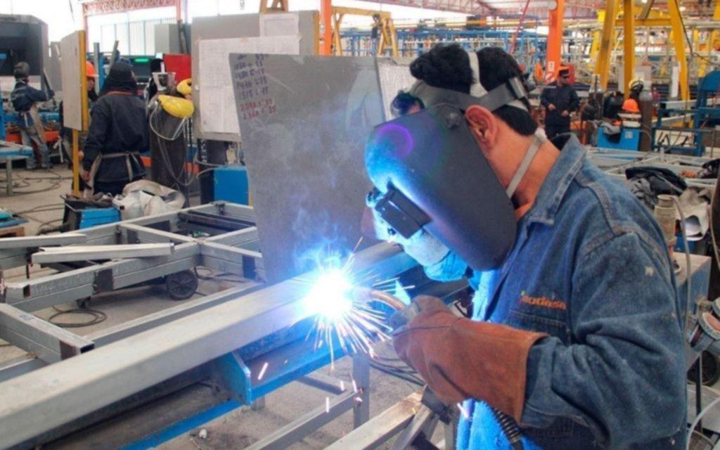 La industria y la construcción vuelven a caer pero menos que en los inicios de la cuarentena