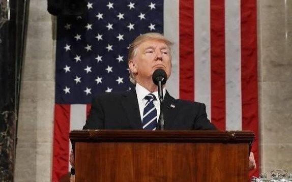 Trump amplía las ayudas para minimizar el impacto del COVID-19 entre los estadounidenses