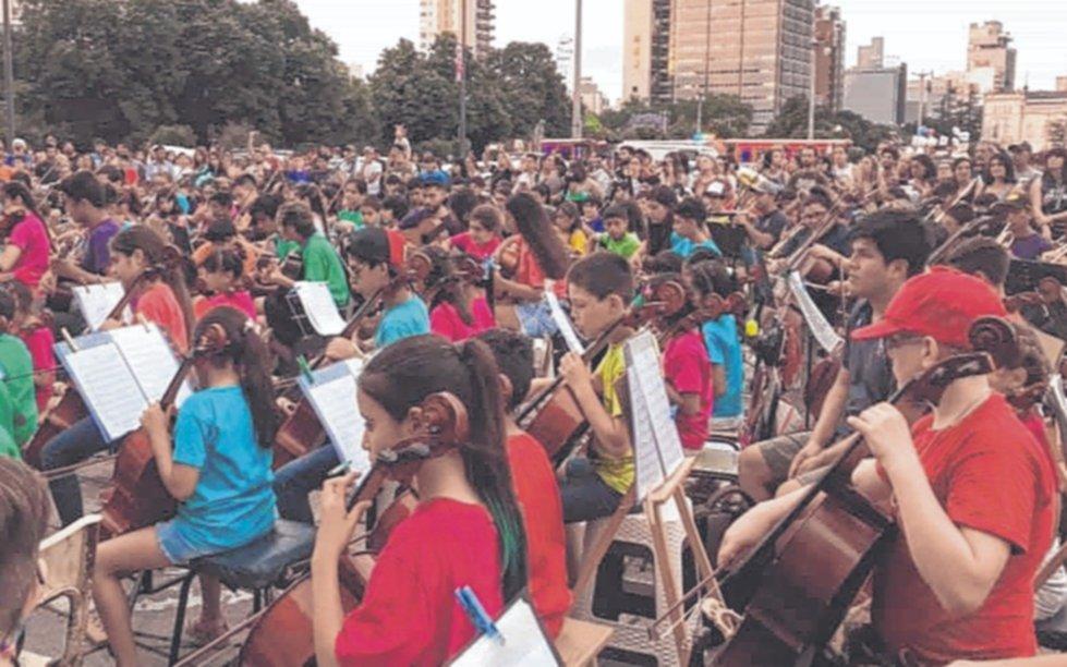 La música que cambia vidas en las aulas de los barrios: 15 años de la orquesta escuela