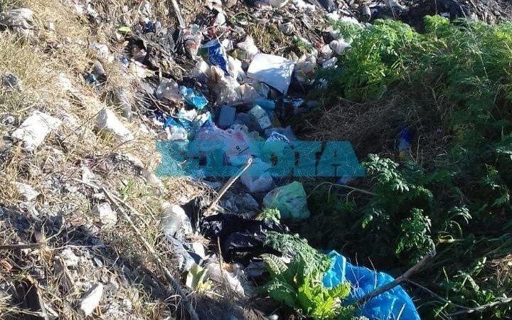 Por un basural a cielo abierto, reclaman limpieza en el barrio Las Rosas