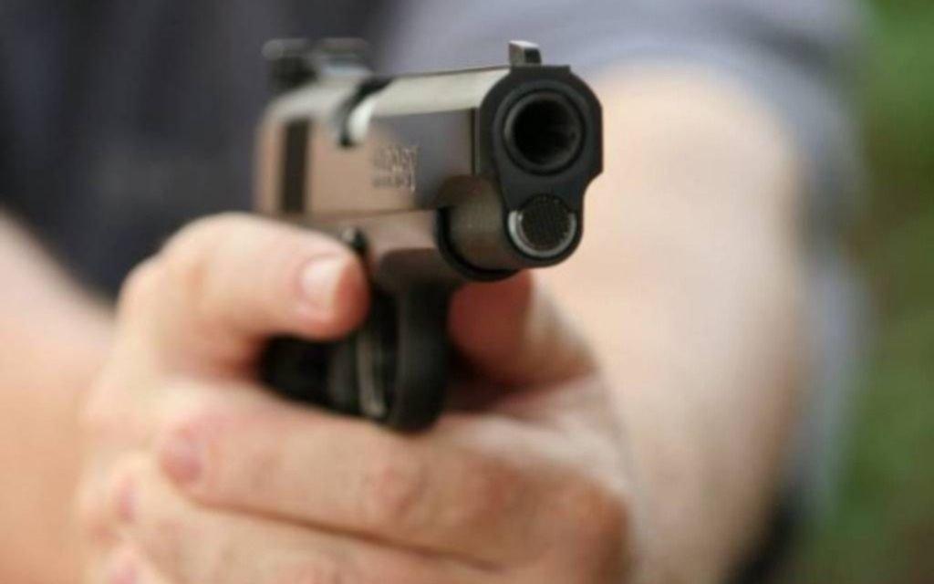 Se defendió a tiros y su mujer está muy grave