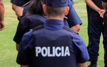 Golpearon a un policía para robarle el arma y 13 mil pesos