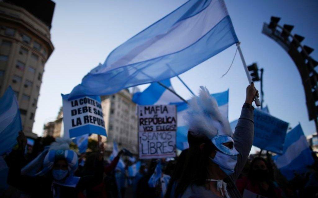 En la Casa Rosada le apuntan a la oposición por los banderazos