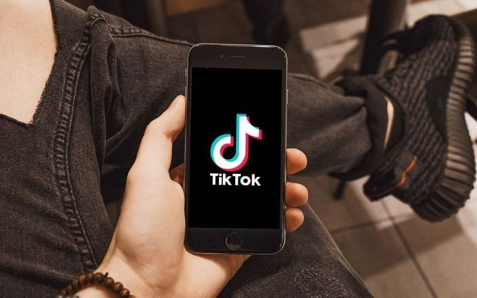 La red social TikTok sigue disponible para     los estadounidenses
