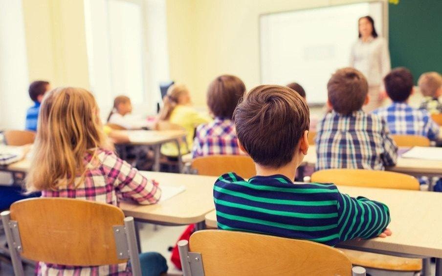 Un millón de alumnos del país no completaron trayectorias escolares
