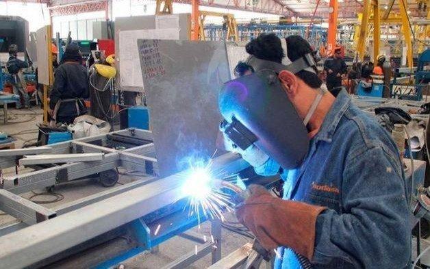La industria cayó 4,3% en julio pero ven mejoras