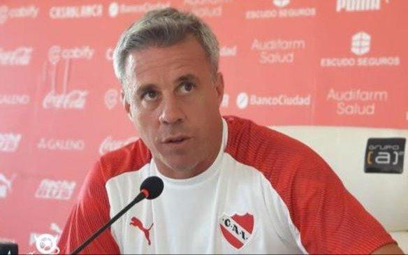 El Rojo, ante el Taladro, en el Libertadores de América