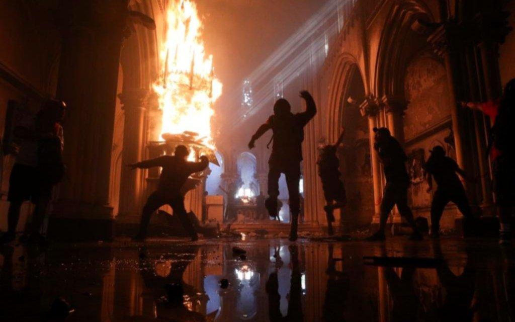 Repudio generalizado por la quema de iglesias en Chile