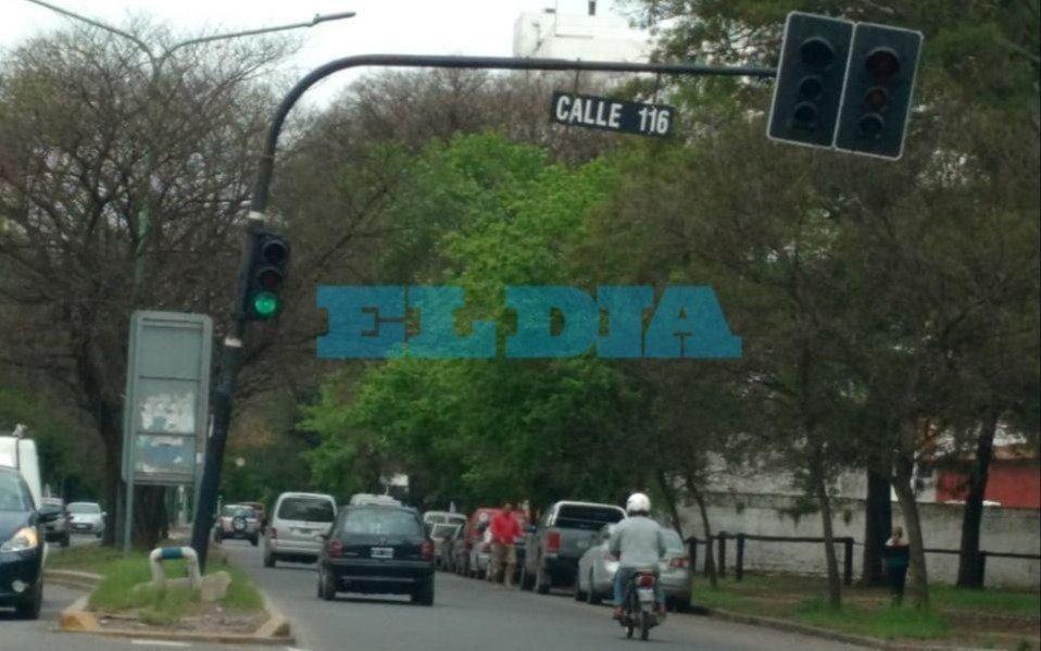 Reclamo por un semáforo de 116 y 60, en el barrio     El Mondongo